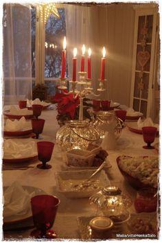 Ihana aatto asiaankuuluvine juttuineen takana...  Tänä jouluna ruokapöytään istui kaheksantoista henkeä,joista lapsia 12...ens jouluna pikku...