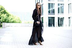 #fashion #women #style #outfit #black #look #maxi #skirt #shorts #heels #khaki  http://ajmissindependent.blogspot.com/2016/05/240516-shorts-with-maxi-skirt.html