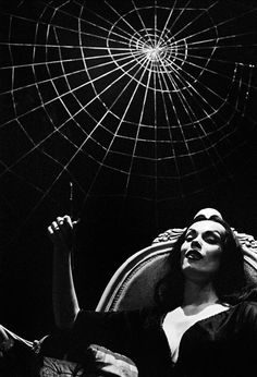 Vampira (Maila Nurmi) 1954 Man Ray thats who found me. Thats who I first did portrait modeling for. Arte Horror, Horror Art, Horror Decor, Dark Romance, Maila, Classic Monsters, Creatures Of The Night, Vintage Horror, Weird Vintage