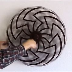 Cool Illusions, Optical Illusions, Instruções Origami, Mechanical Art, Oddly Satisfying Videos, Kinetic Art, Cool Gadgets To Buy, Illusion Art, Cool Inventions