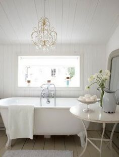 Another beautiful bath that I could see enjoying at a lovely Bed & Bath. Love it!