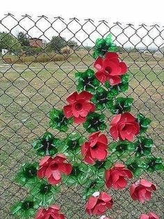 plastic bottle art Garden Art Recycled Plastic Bottles 29 Ideas For 2019 Plastic Bottle Caps, Reuse Plastic Bottles, Plastic Bottle Flowers, Plastic Art, Recycled Bottles, Plastic Canvas, Recycled Garden Art, Recycled Art Projects, Recycled Crafts