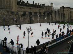 Pista di pattinaggio di fronte alla Torre di Londra