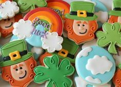 Some people are so incredible.st Patrick's day cookies - 4 leaf clover and leprechaun sugar biscuits Irish Cookies, St Patrick's Day Cookies, Fancy Cookies, Iced Cookies, Cute Cookies, Royal Icing Cookies, Holiday Cookies, Sugar Cookies, Cookies Et Biscuits