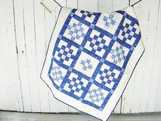 Modern baby quilt / courtepointe de bébé / play mat by EfkaQuilts