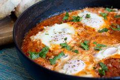 Shakshuka mit pochierten Eiern