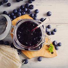 Recette de sauce aux bleuets | .coupdepouce.com Chutneys, Bechamel, Breakfast Dessert, Blueberry, Brunch, Coconut, Vegan, Sweets, Snacks