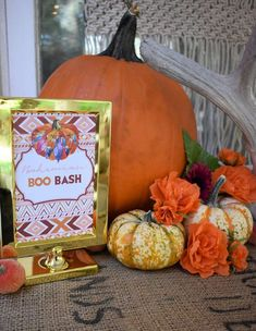 Check out this gorgeous Pumpkin Decorating Cocktail Party! See more party ideas Thanksgiving Food Crafts, Thanksgiving Celebration, Thanksgiving Decorations, Halloween Decorations, Halloween Pumpkins, Halloween Party, Party Activities, Party Signs, Pumpkin Decorating