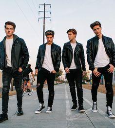 My Perfect Husband Froy Gutierrez, Martenez Twins, Cute Twins, Beautiful Boys, Pretty Boys, Martinez Twins Wallpaper, Emilio And Ivan Martinez, Boy Squad, Perfect Husband