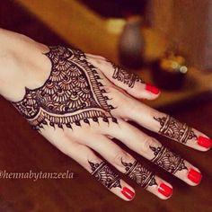 Beautiful Modern Back Of Hand #Henna By @hennabytanzeela.