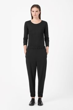 A loose, relaxed fit, these lightweight wool trousers have a gathered elastic waistband and cuffs. Designed to sit on the hips, they have a slightly dropped crotch and two welt front pockets. Fashion Brand, Girl Fashion, Comfy Pants, Contemporary Fashion, Cute Pictures, Elastic Waist, Trousers, Normcore, Cos
