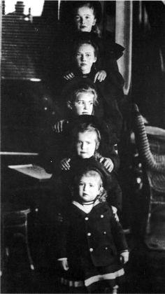 ОТМАА: Olga, Tatiana, Maria, Anastasia, and Alexei. #theromanovchildren