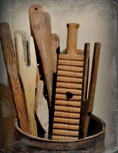 The Cranky Crow; wash sticks, laundry paddles & a heart cut-out scrub board. Primitive Laundry Rooms, Primitive Country Homes, Primitive Kitchen, Primitive Antiques, Wooden Kitchen, Primitive Bedroom, Vintage Laundry, Vintage Kitchen, Vintage Farmhouse