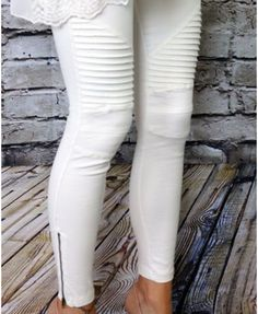 Your favorite solid color motto leggings with zipper detail on ankle. These pants will be your go-to this fall! Comfy and chic with all the detailing, we are ob