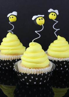 bee cupcake ideas | How to make bumble bee cupcake toppers • CakeJournal.com