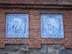 Madrid Moderno Mosaicos de la decoración de la caseta de entrada de la Fundación Caldeiro.