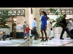 Jackie Brown - Opening Sequence with Headlines - Danny De Vito cameo? - YouTube