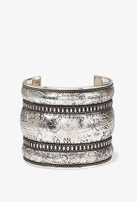 Gotta love a chunky silver cuff!