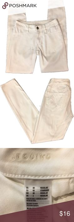 """American Eagle Sateen Jeggings Size 00. Worn one time. Size 00 regular Jeggings. Very soft sateen like material. White. 29 1/2"""" inseam. American Eagle Outfitters Pants Skinny"""