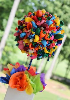 See more about balloon topiary, balloon party and balloon centerpieces. Balloon Topiary, Balloon Tree, Balloon Centerpieces, Balloon Wreath, Balloon Bouquet, Balloon Decorations, Rainbow Centerpiece, Flower Centrepieces, Topiary Centerpieces