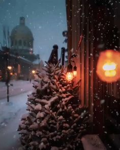 ❄ 20 Magical, Snowy, Animated Christmas Scenes To Start Getting You In The Holiday Mood Christmas Scenes, Noel Christmas, Winter Christmas, Winter Holidays, Christmas Lights, Vintage Christmas, Christmas Decorations, Xmas, Canada Christmas