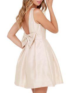 Magasinez dès aujourd'hui votre robe pour le bal des finissants // Visitez la section Bal des finissants sur LOULOUmagazine.com