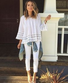 All white look for summer, why not? Today we've got an awesome inspiration and style tips on how to wear totally white outfits this year. Spring Summer Fashion, Spring Outfits, Simple Outfits, Cute Outfits, White Denim Jeans, Skinny Jeans, All White Outfit, Love Her Style, Moda Online