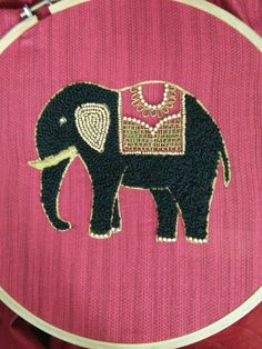 Hand Embroidery Projects, Hand Embroidery Videos, Hand Embroidery Flowers, Embroidery On Clothes, Baby Embroidery, Embroidery Works, Flower Embroidery Designs, Embroidery Motifs, Creative Embroidery