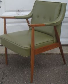Mid Century Green Vinyl Buttoned Back Lounge Chair