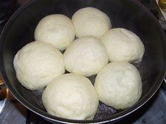 Parené pečené buchty na panvici (fotorecept) - obrázok 5 Cupcakes, Tiramisu, Baking Recipes, Hamburger, Food And Drink, Lunch, Bread, Cheese, Breakfast