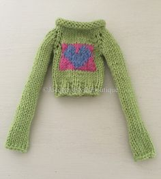 BLYTHE DOLL Knitted Heart Sweater with Extra Long Sleeves