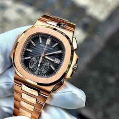 The stunningly beautiful Patek Philippe Nautilus in 18k Rose Gold. Would you wear it? curtesy of @excellencebydanny #ultimate_watches