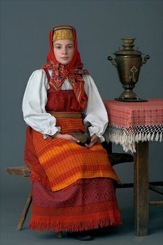 Festive costume of a young married woman from Kostroma Province, Russia. Early 20th century. Authentic specimen from a private collection. #folk #Russian #national #costume