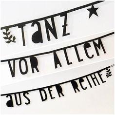 Tanz vor allem aus der Reihe! Mit diesem wundervollen Banner zum selbertexten von boutique fraukayser kein Problem.