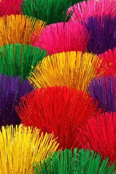 Incense sticks in Hue-Vietnam; Photo by Bertrand Linet (beautiful collection) - rainbow colors Happy Colors, True Colors, All The Colors, Vibrant Colors, Taste The Rainbow, Over The Rainbow, World Of Color, Color Of Life, Color Splash