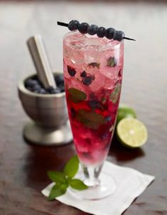 Ruth's Chris - Vintage Inspired Cocktails - Blueberry Mojito: Bacardi Silver Rum, Freshly Squeezed Lime Juice, Muddled Blueberries and Mint Leaves. Vodka Mojito, Mojito Cocktail, Mojito Recipe, Cocktail Menu, Vodka Cocktails, Cocktail Recipes, Alcoholic Drinks, Mojito Mix, Cocktail Shaker