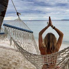 Sunday chillings! 🙏🏻 #yogainspiration #beachyoga #yogatravel #meditation
