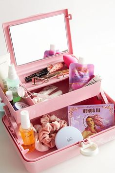 Shop Caboodles UO Exclusive On-The-Go Girl Makeup Case at Urban Outfitters today. We carry all the latest styles, colors and brands for you to choose from right here. Makeup Box, Eye Makeup Tips, Makeup Storage, Makeup Case, Makeup Organization, Angel Makeup, Clown Makeup, Makeup Stuff, Mac Makeup
