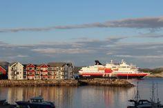 Hurtigruten in Rørvik. Kontakt: Liv Marit lmvangdal@gmail.com