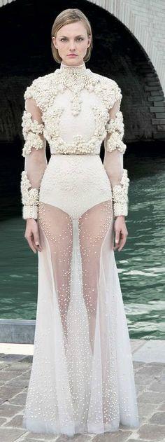 A different wedding dress - Giwenchy