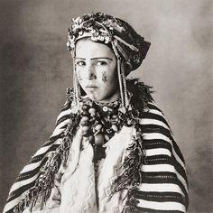 Irving Penn. Aït Yazza bride, Imilchil. Morocco, 1950s [::SemAp Twitter || SemAp::]