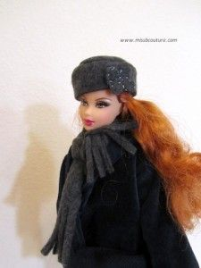 Barbie Scarf and Hat - step by step Phototutorial (scroll below text) Sewing Barbie Clothes, Barbie Sewing Patterns, Sewing Dolls, Doll Clothes Patterns, Clothing Patterns, Barbie Shoes, Barbie Stuff, Barbie Dolls, Free Barbie