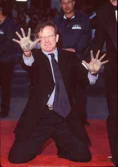 Robin Williams during Robin Williams Footprint Ceremony at Mann's Chinese Theatre in Hollywood California in 1998, United States, CREDIT: SGRANITZ