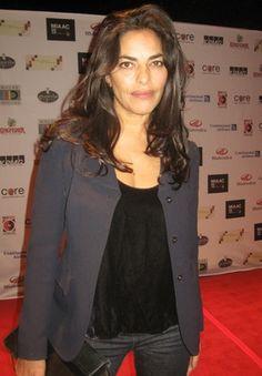 Sarita Choudhury - poza 2 Sarita Choudhury, The Perez Family, Mira Nair, British Indian, Pure Beauty, Feature Film, Indian Actresses, Hair And Nails, Ruffle Blouse