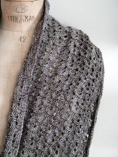 """Hourglass Cowl by Leslie Weber ~ FREE pattern download via Ravelry The cowl is made using two stitch patterns which are complex in appearance but simple to knit. A bonus is the fact that the Hourglass pattern has a very attractive """"wrong side"""",  and the diagonal rib is of course reversible. Hence two cowls in one!"""