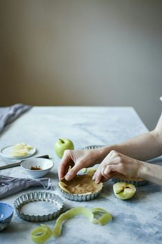 Mini apple tarts / photography by Marta Wasielewska