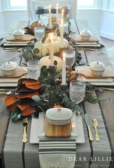Our Thanksgiving Table Setting - Dear Lillie Studio Tischläufer Thanksgiving Table Settings, Thanksgiving Tablescapes, Thanksgiving Decorations, Seasonal Decor, Holiday Decor, Friendsgiving Ideas, Holiday Tablescape, Rustic Thanksgiving, Party Table Decorations
