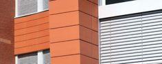 Een uitermate efficiënte en flexibele vorm van zonwering en lichtbeheersing. De warmteoverdracht naar binnen is bij dit product minimaal en lichtinval en spreiding in een ruimte perfect worden geregeld. Buitenjaloezieën geven uw gevel een strak en afgewerkt uiterlijk. Blinds, Curtains, Home Decor, Decoration Home, Room Decor, Shades Blinds, Blind, Draping, Home Interior Design