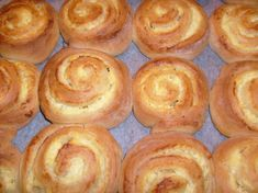 Just discovered Dallaspulla, Finnish delight - Nam/Yum! If you love custard these are for you! Vanilla Sugar, Vanilla Cream, Quark Cheese, Finnish Recipes, How To Make Icing, Sticky Buns, Pastry Recipes, Vegetarian Cheese, Dry Yeast
