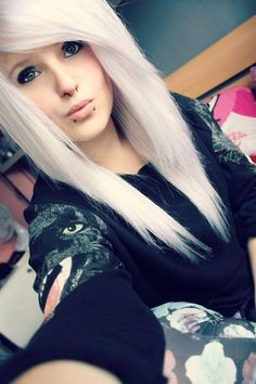 60 Cute Emo Hairstyles; What Do You Think of Emo/Scene Hair? http://www.ecstasycoffee.com/60-cute-emo-hairstyles-think-emoscene-hair/